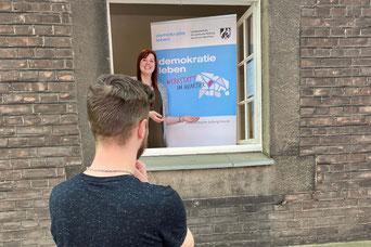 Lina Kufner freut sich auf Gespräche am Fenster mit den Menschen in Obermarxloh I Foto: Lena Richter,