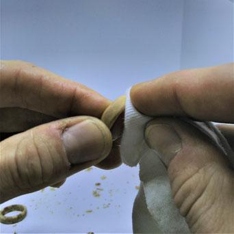 Holzschmuck Holzring polieren