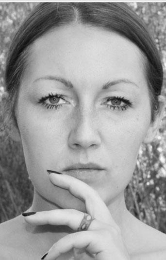 """Xenia Hügel ist im bayerischen Odenwald zu Hause. Mit dem Lyrikband """"Meine Wege"""" lässt sie den Leser einen Blick in ihre Seele werfen"""