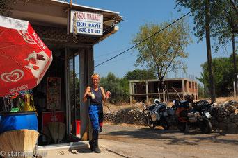 W a s s e r  (mit Cola) ... die Zweibeiner brauchen dringend eine Tankstelle