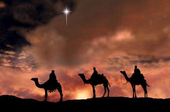 Les Rois mages suivent l'étoile qui annonce la naissance de Jésus.