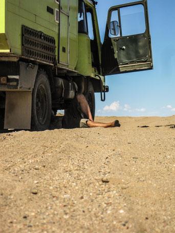 saltedlife.org Mongolei Robur LO gebrochene Blattfeder Ulan Bator