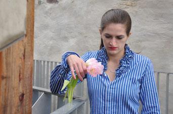 Namenskette Outfit Klassiker Schmuck Gewinnspiel gestreifte Bluse Tulpen Modeblog Fairy Tale Gone Realistic Fashionblog Passau