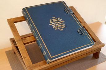 Wallfahrtsbuch, in das sich die Pilger seit 1927 eintragen.