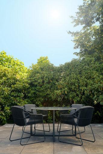 MÖBELLOFT Moderne Gartentisch Gruppe mit passendem Tisch und Stühlen in modernem, zeitlosen Design