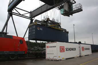 Loading of DB Schenker 40' standard container onto a transcontinental train  /  source: hs