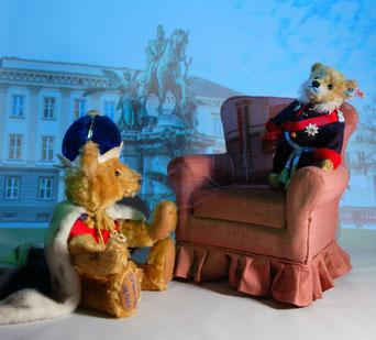 © Dr. Ursula Fellberg; Teddybären Ludwig II. von Hermann Coburg und Wilhelm I. von Steiff, beide aus der Sammlung Fellberg