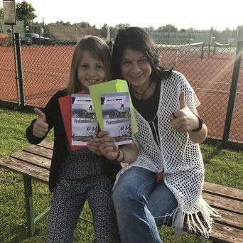 Die glücklichen Gewinner Nika Hackenberg und Elli Strehle