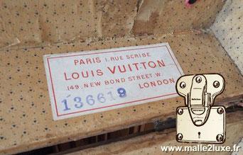 Etiquette Malle et valise :   Paris 1 rue Scribe  Louis Vuitton 149 New Bond St London