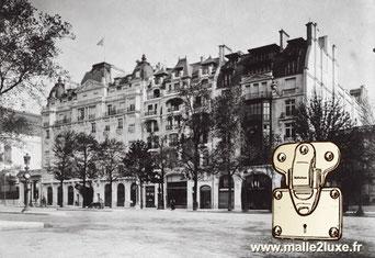 En 1914, la boutique Louis Vuitton s'agrandit et s'installe dans le Louis Vuitton Building au 70 rue des champs Elysée. malle