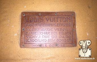 Etiquette Lozine wardrobe malle Louis Vuitton :   Louis VUITTON Paris - 70 champs élysées Nice - 12 rue des belges Vichy - 1 rue du parc London -149 new bond st Modele déposé
