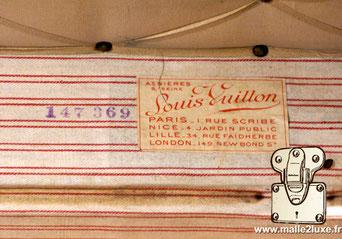 Etiquette Malle et valise :   Louis Vuitton Paris 1 rue Scribe  Nice 4 jardin public Lille 34 rue faidhherbe  London 149 New Bond St