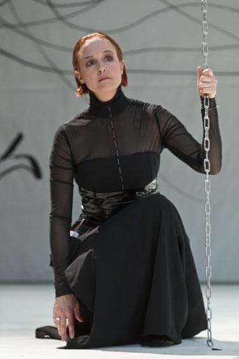 Als Marlene in: Die bitteren Tränen der Petra von Kant - Regie Bernadette Sonnenbichler - Foto Oliver Berg