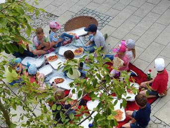 Picknick mit selbstgemachter Pizza  Foto: Anita Dengel