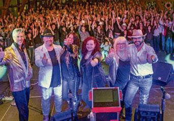 """Mehr als 700 Fans feierten den 10. Geburtstag von """"CB 66"""". Foto: Susanne Weigl"""