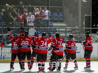 Spieler der Eagels hoffen auf ein zahlreiches erscheinen der Fans für das Playoff-Heimspiel, Foto: Dominik Wastl