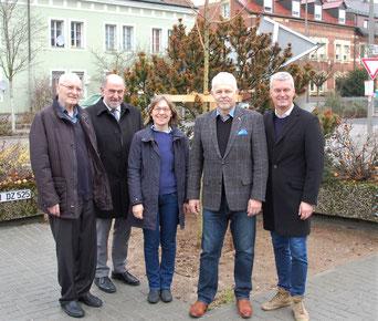 Im Zuge der neuen Partnerschaft wurde durch den Landschaftspflegeverband bereits ein Feldahorn auf einer ehemals komplett versiegelten Fläche auf dem Firmengelände an der Bahnhofstraße gepflanzt.