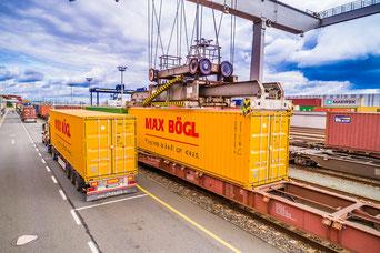 Verladung auf den Güterzug am Güterbahnhof Nürnberg (Foto: Reinhard Mederer)