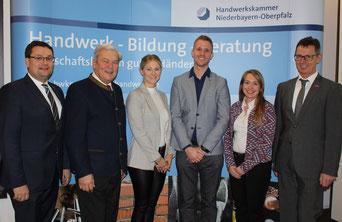 (v. li. n. re.) HWK-Geschäftsführer Alexander Stahl, HWK-Vizepräsident Gerhard Ulm, Kriminaloberkommissarin Eva