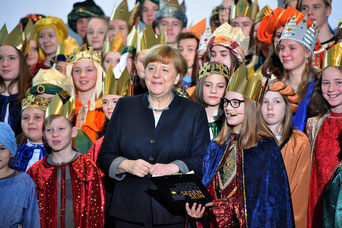 Auch im Januar 2017 hatte Bundeskanzlerin Merkel Sternsinger aus den Bistümern Deutschlands empfangen. (Foto: Ralf Adloff/Kindermissionswerk)