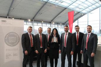 Das Team von Audi Neumarkt präsentiert stolz die offizielle Auszeichnung; Foto: Andreas Köllner