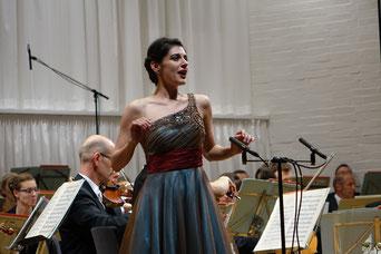 Tamara Banjesevic beim Eröffnungskonzert IMA 2017 mit den Nürnberger Symphonikern unter der Leitung von Michael Hofstetter, Foto: Franz Janka