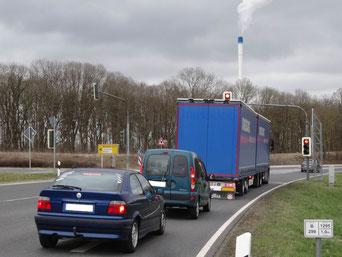 """B 299 mit Ampel südlich des """"Neumarkter Schuttberges""""."""