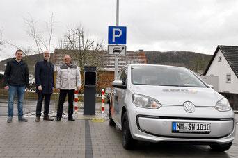 Bild: SWN (Frau Maike Wanert) – Johannes Hecker, SWN-Geschäftsführer Dominique Kinzkofer, Bürgermeister Wolf