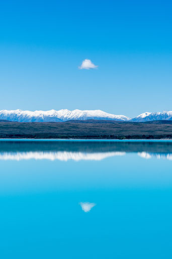 Mittel cloud mirrored at Lake Tekapo, New Zealand