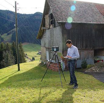 3D-Laserscanning: Fotograf bei der Arbeit