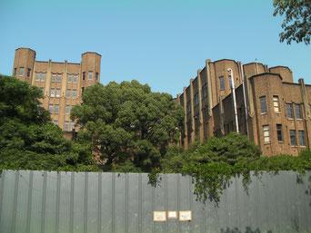 東大医科学研究所 正門より右の建物のみ