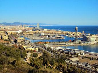 Blick vom Montjuic im Poble Sec auf Barcelonas Hafen_Empfehlungen von Barcelona by locals