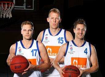 Florian Bunde, Jan-Christian Both und Martin Kemp (v.l.) gehen weiter für die 1. Herren auf Korbjagd. Foto: Farah