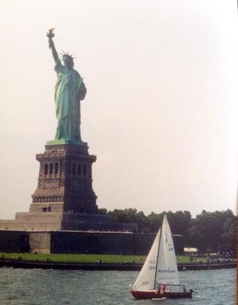 Bild: Foto: EP Brustkrebs , Karin Jöns, Lissy Gröner, New York, September 2001, Ellis Island, Freiheitsstatue