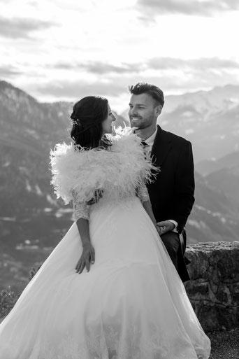 Photographie de couple lors d'une séance photo après mariage effectuée à la montagne. Reportage de mariage. Rennes, Bretagne, France.