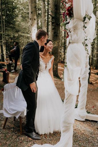 Hochzeit in Freyung,  Trauuung in Freyung, Hochzeitspaar, Hochzeitsshooting, Authentisch, Emotional