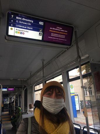 Tag der Sprachentwicklungsstörung auf dem Info-Screen der Tram in Leipzig