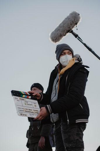 """Produktionsfoto Kim Ahrens - Kurzfilm """"Grenzer"""" von Harry Besel (hinten Lukas Umlauft, vorn Nadine J. M. Knauer)"""