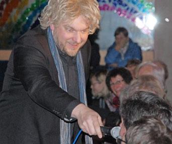 Als Howard Carpendale verkleidet begeisterte Hannes Schott das Publikum. Foto: Uschi Prawitz