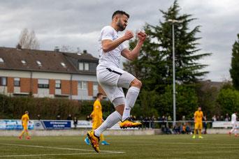 Bilal Sezer bejubelt seinen Treffer zum 2:2 (Foto: Deutzmann)