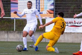 Ali Daour im Spiel gegen den TSV Meerbusch am Ball (Foto: Deutzmann)