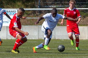 Neuzugang Samuel Atiye zeigte im Spiel gegen Fortuna Düsseldorfs U19 (0:0) direkt seine Qualitäten am Ball (Foto: Deutzmann)