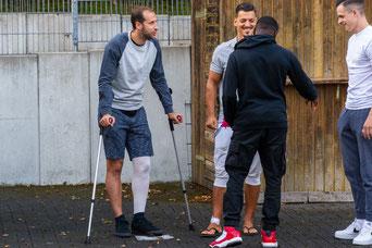 Louis Klotz und Roberto Guirino besuchen ihre Mannschaftskollegen beim Training. Mit dabei Anthonio Basisa und Dominik Cikac (Foto: Deutzmann)