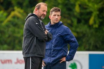 Ist ein weiteres Jahr für die SFB-Keeper zuständig: Uwe Roscher (links), hier mit Maurice Okicic (Foto: Deutzmann)