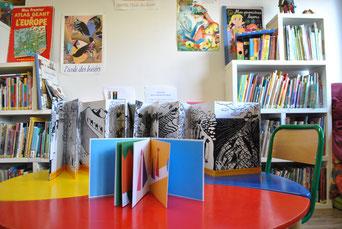 Des livres objets qui ont trouvé leur place dans la bibliothèque jeunesse du Centre Social ALCO