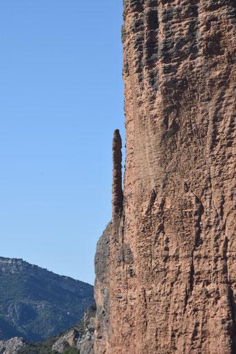 On peut voir un grimpeur dans le premier rappel en zoomant...