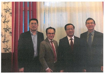 Von links nach rechts: Bo JIANG, Dr. Georg Zanger, Xidian ZHAO, Xingle Gao