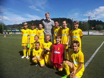 Unsere Truppe ergatterte ein Foto mit Nationalteamspieler Martin Hinteregger