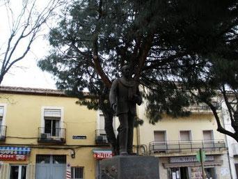 Estatua dedicada al médico vicalvareño Antonio de Andrés