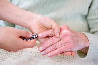 Stundenweise Besuche zur Durchführung der Körperpflege. Maniküre, Pediküre, Mundhygiene